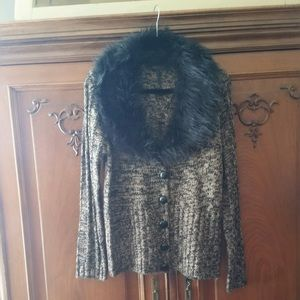 Sweater with faux fur collar